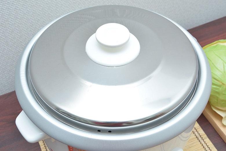Nắp nồi bằng inox có thể tháo rời thuận tiện cho việc vệ sinh nồi