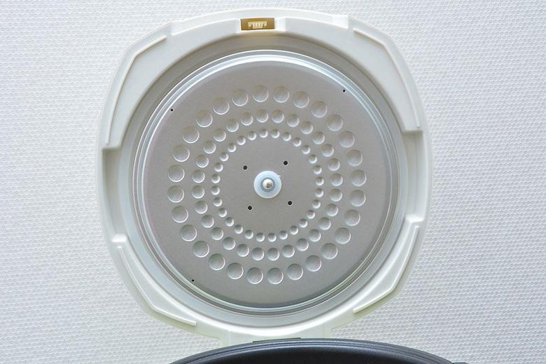 Công nghệ tỏa nhiệt hiện đại được thiết kế trên nắp trong nồi