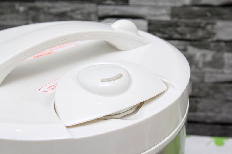 Nắp thoát hơi thông minh bảo toàn các dưỡng chất và vitamin trong hạt cơm.