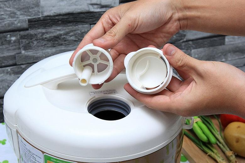 Van thoát hơi thông minh có thể tháo lắp dễ dàng giúp giữ lại lượng lớn vitamin có sẵn trong gạo
