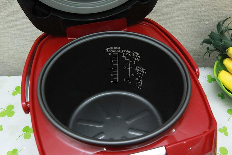Lòng nồi hợp kim nhôm phủ lớp chống dính nấu cơm không dính và dễ lau chùi