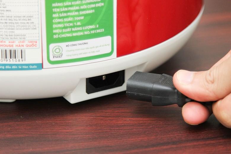 Dây điện tháo rời không gây vướng víu, dễ cất giữ