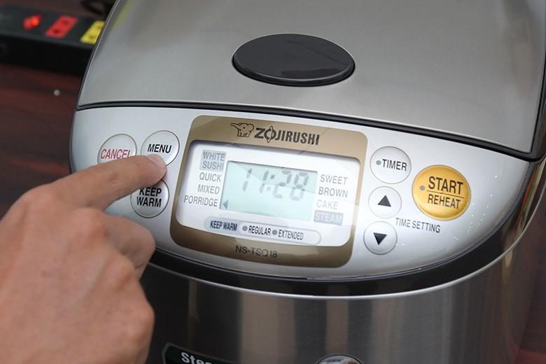 Bấm Menu chọn chức năng nấu bạn muốn cực dễ