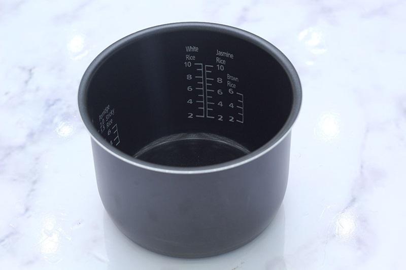 noi-com-dien-panasonic-sr-ze185wram-3