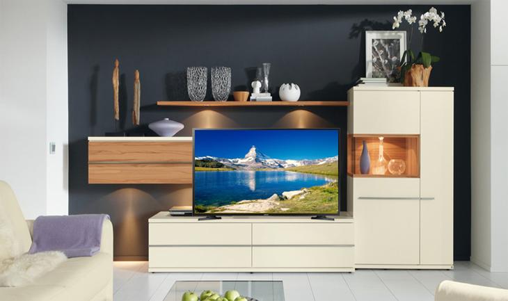 Kiểu dáng tinh tế, sang trọng Smart Tivi Samsung 32 inch UA32N4300