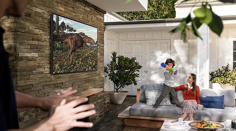 Smart Tivi The Terrace QLED Samsung 4K 65 inch QA65LST7T - Kháng nước kháng bụi