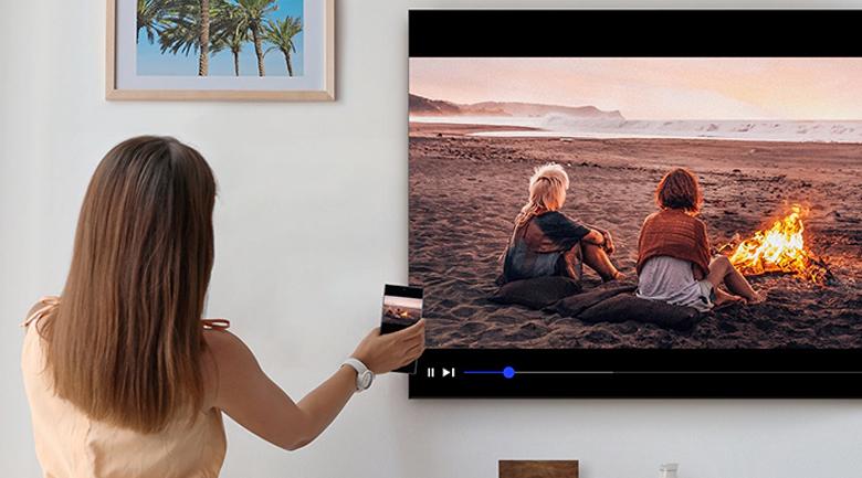 Smart Tivi Samsung 4K 70 inch UA70TU7000 - Chiếu màn hình điện thoại lên tivi qua tính năng AirPlay 2, Screen Mirroring, Tap View