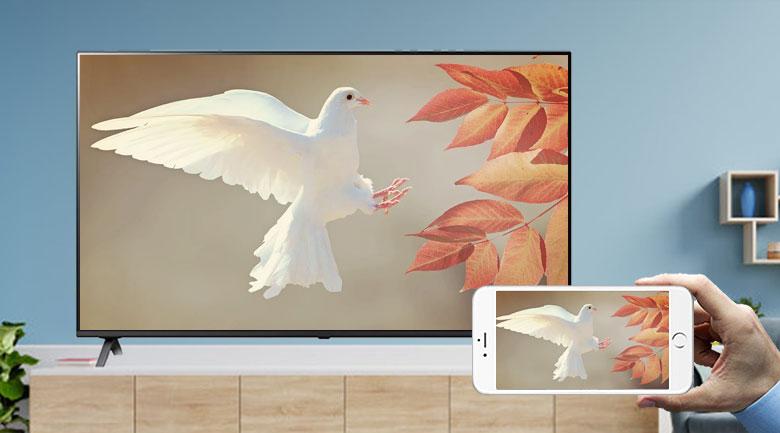Smart Tivi LG 4K 43 inch 43UP7550PTC - Chia sẻ nội dung từ màn hình điện thoại lên tivi cùng tính năng AirPlay 2 (iPhone) và Screen Mirroring (Android)