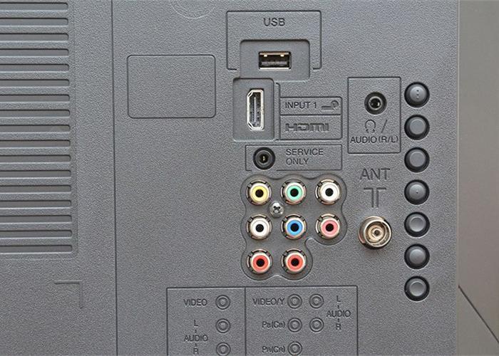 Tivi trang bị 1 cổng HDMI và 1 cổng USB