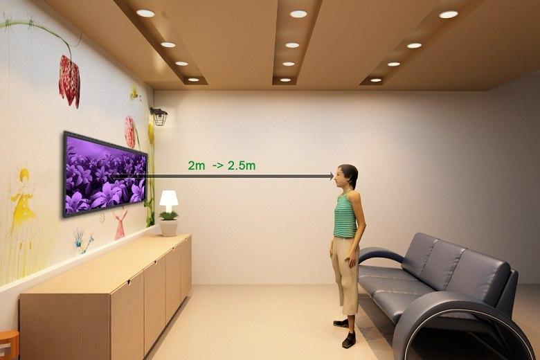 Khoảng cách xem phù hợp với tivi là 2-2.5 m