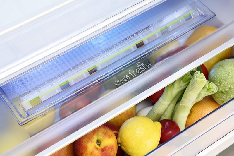 Ngăn rau quả cung cấp 95% độ ẩm cho rau củ luôn tưoi ngon