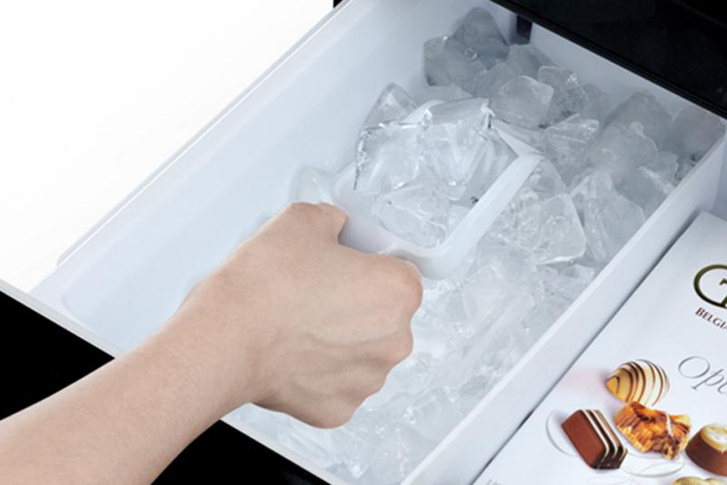 Tự động làm đá - Tủ lạnh Hitachi inverter 375 lít R-SG38FPG