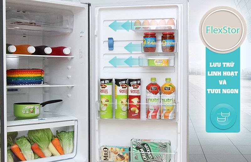 Khay kệ trên cánh tủ di chuyển linh hoạt, dễ dàng sắp xếp thức uống và chai lọ
