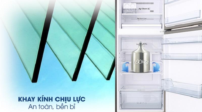 Khay kính thiết kế chắc chắn, an toàn - Tủ lạnh Panasonic Inverter 326 lít NR-BL359PKVN