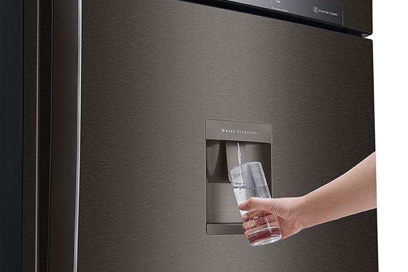 Lấy nước bên ngoài - Tủ lạnh LG Inverter 475 lít GN-D602BL