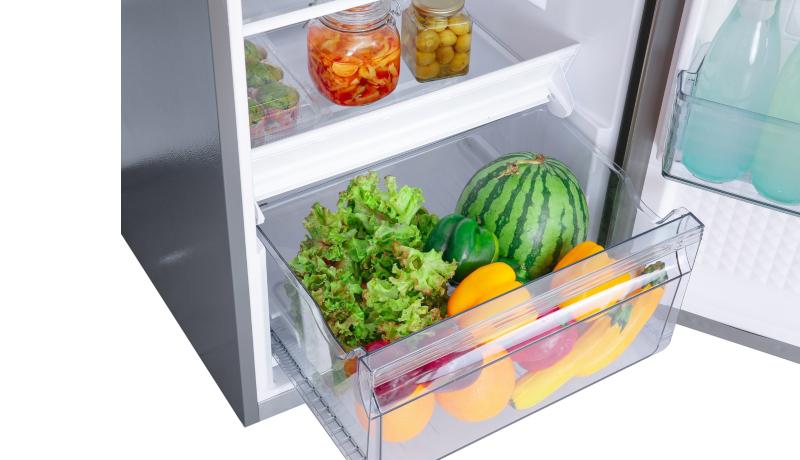 Ngăn rau củ quả có dung tích lớn hơn - Tủ lạnh Panasonic Inverter 268 lít NR-BL300PSVN