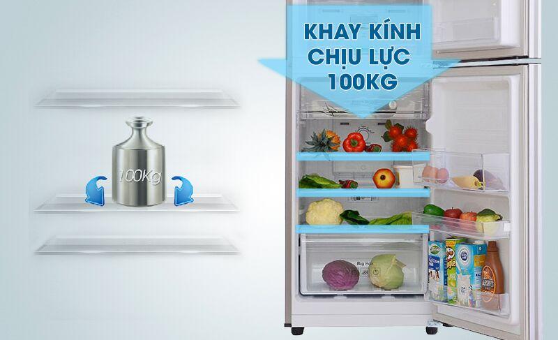 Với khay kính có khả năng chịu được lực tốt, tủ lạnh Samsung RT20FARWDSA sẽ đảm bảo cho người tiêu dùng được an tâm hơn khi sắp xếp thực phẩm vào bên trong
