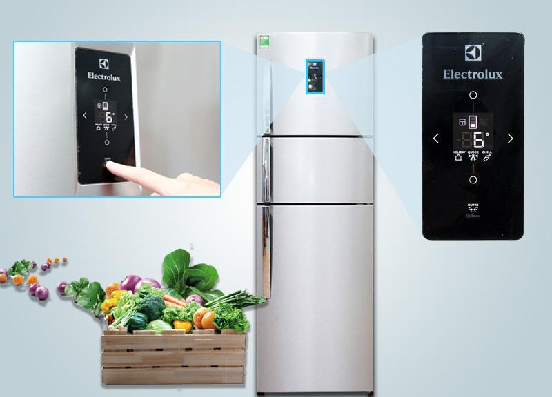 Bên cạnh đó, với bảng điều khiển ngoài, người dùng sẽ dễ tùy chỉnh nhiệt độ hơn khi không cần mở cửa tủ nữa