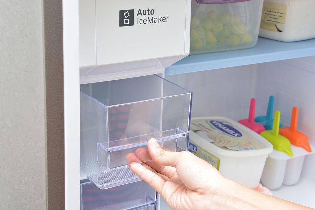 Công nghệ làm đá tự động của tủ lạnh Samsung RT38FEAKDSL giúp cho bạn luôn có được những viên đá mát lạnh trong ngăn tủ của mình