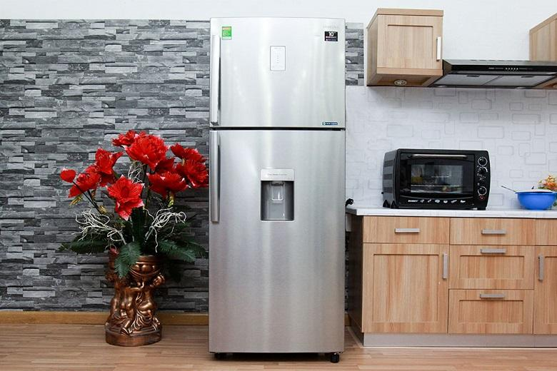 Tủ lạnh có thiết kế hiện đại với chất liệu vỏ tủ là thép không rỉ