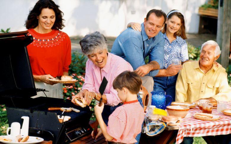 Cung cấp đủ thực phẩm cho những bữa tiệc gia đình