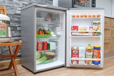 tủ lạnh mini Aqua màu bạc