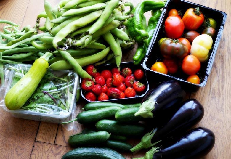 Khay kính chịu lực có khả năng chứa nhiều thực phẩm với khối lượng lớn