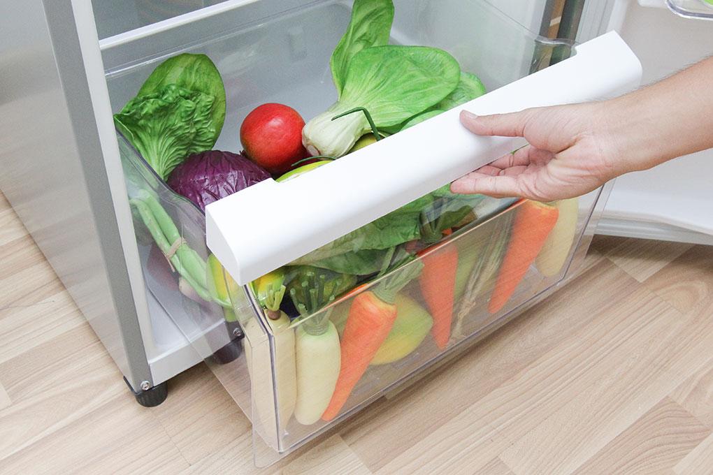 Đồng thời, ngăn rau quả lớn cũng là một lợi ích để bạn lưu trữ được nhiều thực phẩm hơn cho nhà mình