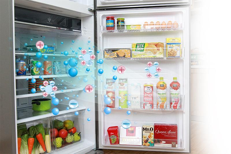Sử dụng công nghệ Plasmacluster ion với những ion dương và âm, tủ lạnh Sharp SJ-XP590PG-SL giúp loại bỏ nhanh chóng các chất có hại