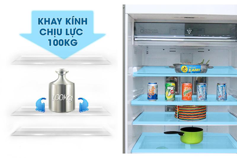 Khay kính của tủ lạnh Sharp SJ-XP590PG-SL có thể chịu lượng lực lớn