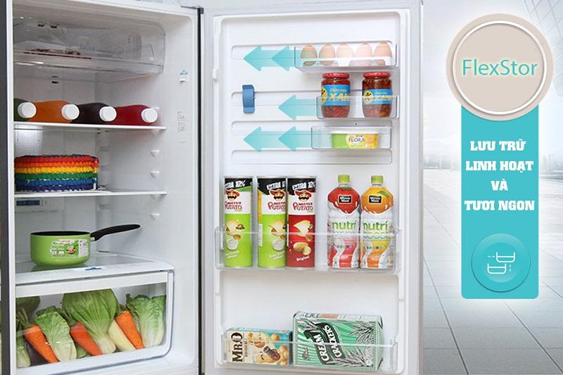 Với tính năng sắp xếp linh hoạt, tủ lạnh Electrolux ETB2600MG dựa vào FlexStor để giúp người dùng dễ dàng di chuyển các ngăn kệ