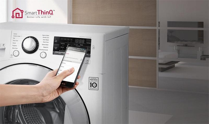 Điều khiển từ xa Smart ThinQTM cho phép điều khiển máy giặt sấy mọi lúc, mọi nơi