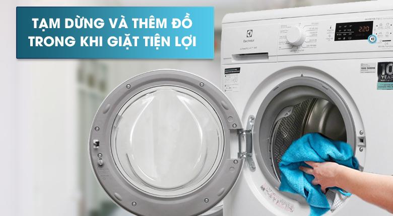 Thêm đồ trong khi giặt - Máy giặt Electrolux Inverter 8 Kg EWF8025DGWA