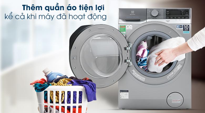 Máy giặt Electrolux EWF1141SESA - Thêm đồ giặt