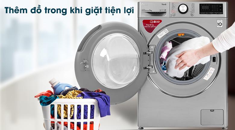 Máy giặt LG Inverter 9 kg FV1409S2V - Thêm đồ trong khi giặt tiện lợi