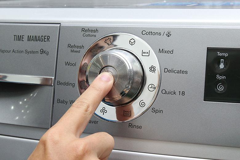Máy với 12 chế độ giặt tiện lợi