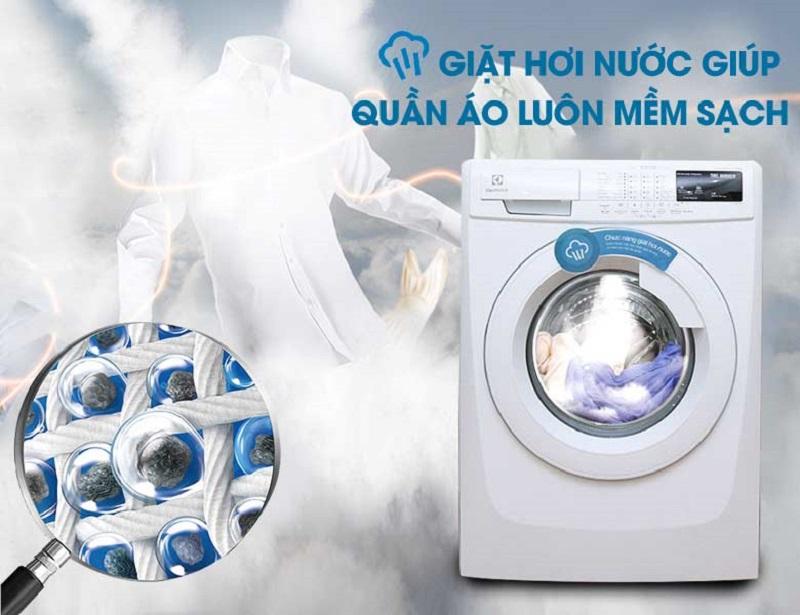 Với chức năng giặt hơi nước, máy giặt Electrolux EWF10843 sẽ giúp áo quần được mềm mại