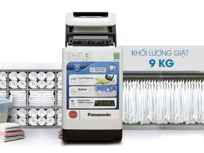 Máy giặt Panasonic NA-F90A1WRV là máy giặt cửa trên với thiết kế nhỏ gọn cùng tông màu trắng trung tính