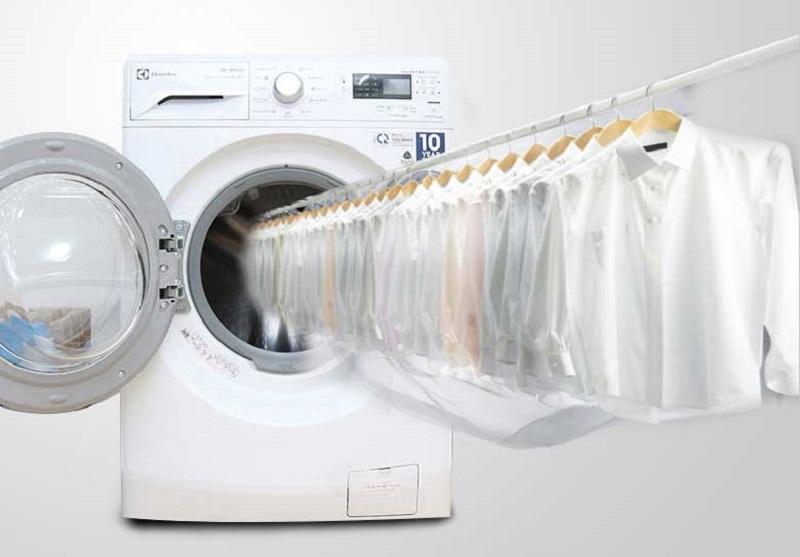Máy giặt sấy Electrolux EWW12842 với chức năng sấy khô quần áo sẽ giúp bạn có thể nhanh chóng sử dụng lại được quần áo của mình