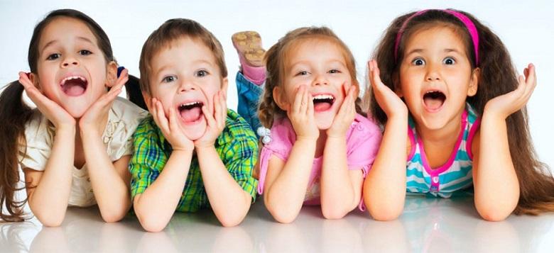 Máy giặt Aqua AQW-QW80ZT – Trẻ em sẽ được bảo vệ an toàn nhờ hệ thống khóa trẻ em