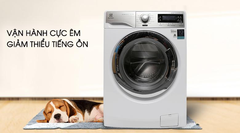 Vận hành cực êm - Máy giặt Electrolux Inverter 10 kg EWF14023