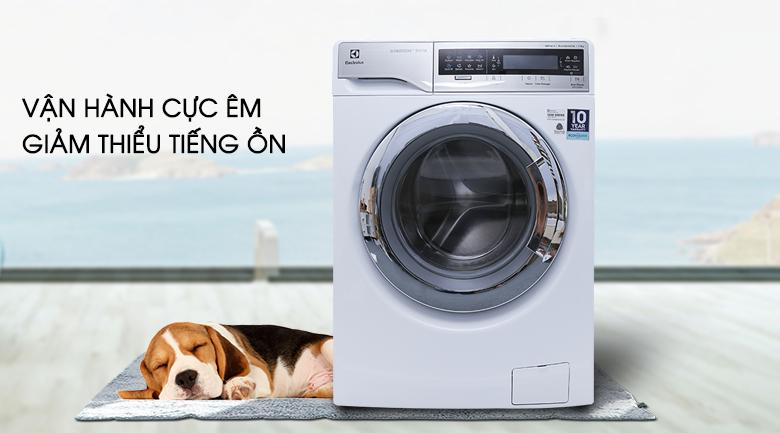 Vận hành cực êm - Máy giặt Electrolux Inverter 11 kg EWF14113