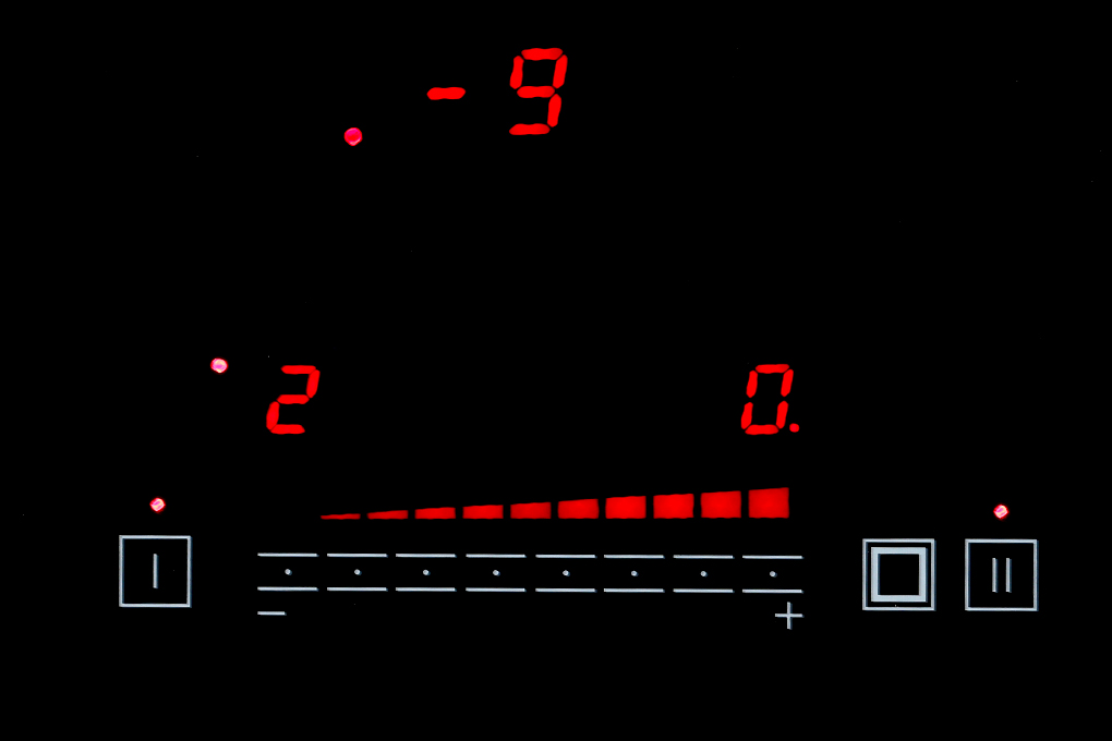 Bảng điều khiển cảm ứng bếp từ hồng ngoại Sunhouse Apex APB9982