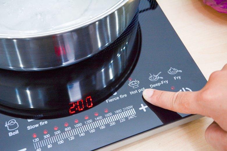 Dùng bảng điều khiển để chọn chế độ nấu