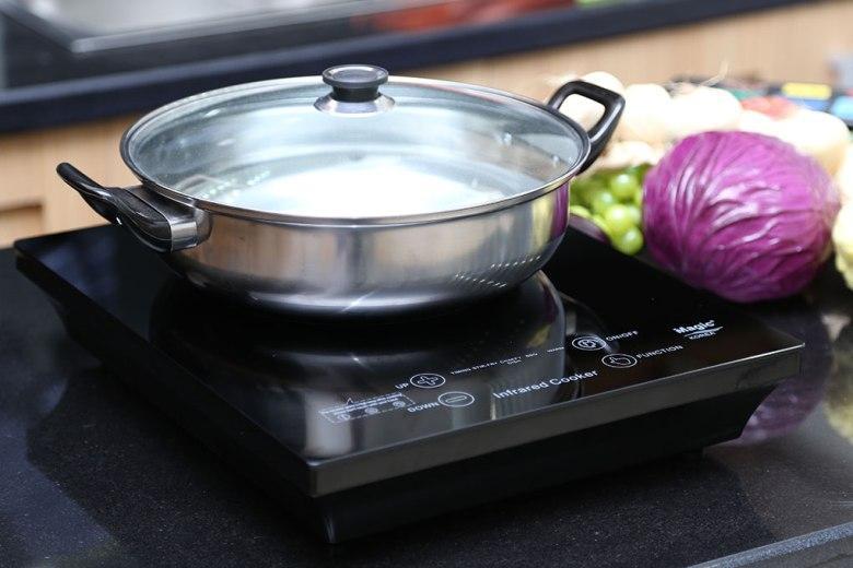 Bếp dùng được tất cả các loại nồi, từ inox tới gang, thủy tinh…