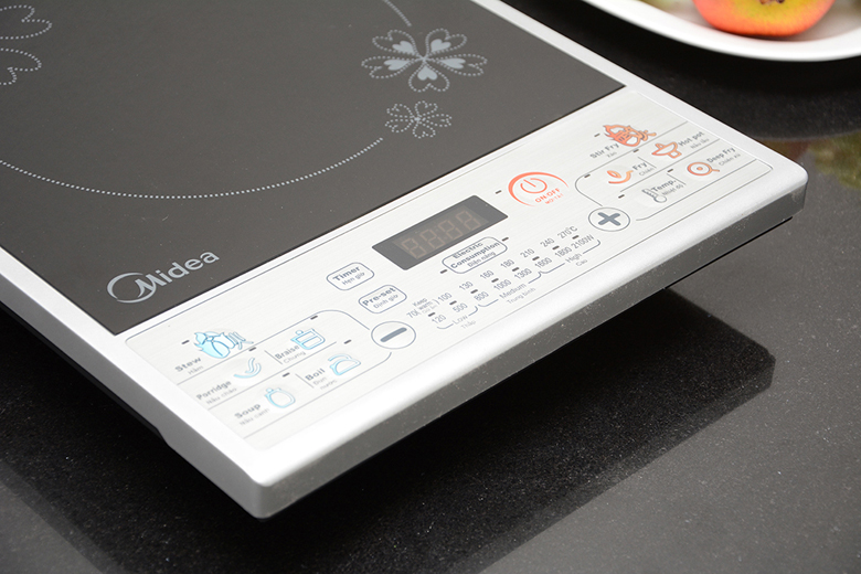 Bảng điều khiển điện tử hiện đại