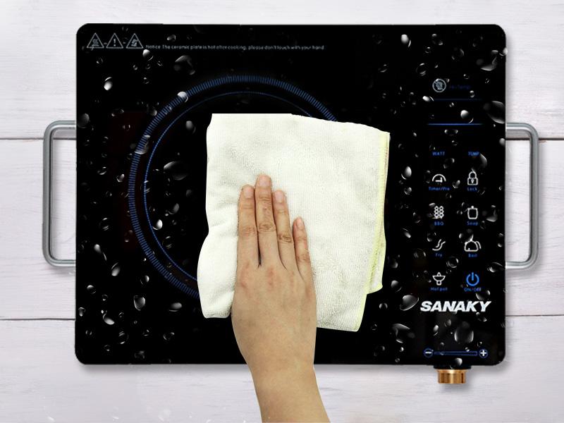 Mặt bếp bằng kính chịu nhiệt, dễ vệ sinh