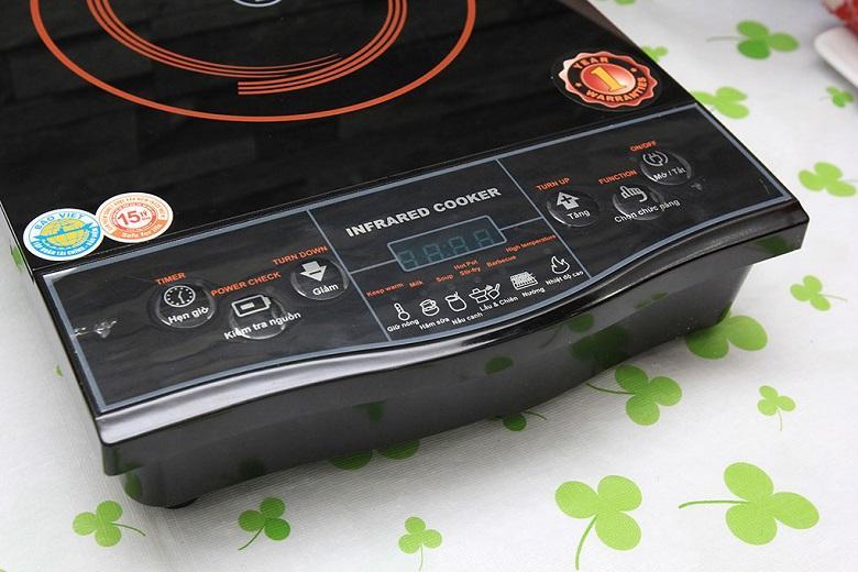 Bảng điều khiển nút bấm điện tử bố trí rõ ràng cùng hướng dẫn tiếng Việt dễ sử dụng