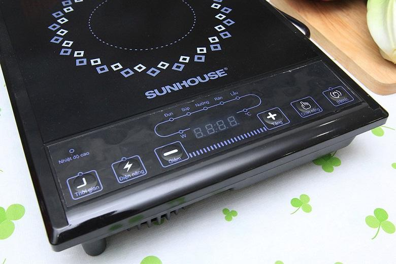 Bảng điều khiển nút nhấn điện tử bố trí rõ ràng, dễ sử dụng