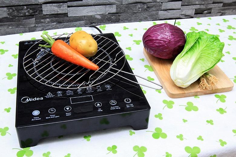 Mặt bếp bằng kính chịu nhiệt dễ lau chùi